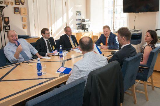 Mihkelsoni kohtumine Balti Kaitsekolledži kõrgema juhtimiskursuse õppuritega
