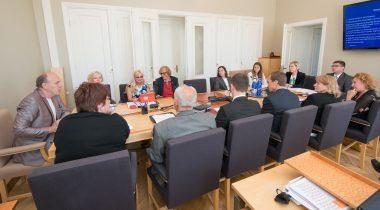Sotsiaalkomisjoni istung õiguskantsler Ülle Madisega