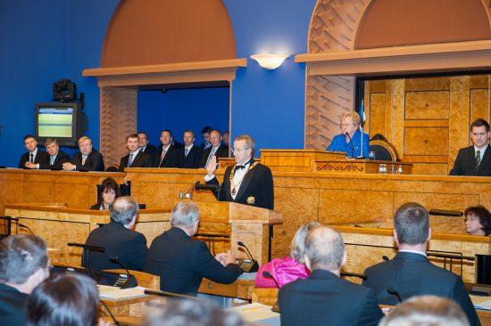 Тоомас Хендрик Ильвес принес должностную присягу перед Рийгикогу 10 октября 2011 года