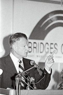 """Zbigniew Brzezinski majanduskonverentsil """"Ida-Lääne majandussuhted"""". Foto: Tiit Veermäe."""