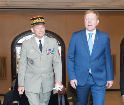 riigikaitsekomisjoni esimees Marko Mihkelson ja Prantsusmaa Kaitseväe juhataja kindral Pierre de Villiers.