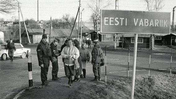Eesti-Läti piiril. Eesti 25 aastat tagasi : murranguline algus sõnas ja pildis / koost. Enno Tammer. Tallinn : Tammerraamat, 2016.