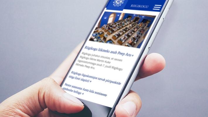 Veebikülastaja uudistamas Riigikogu veebi mobiilis