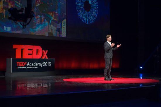 Kalle Palling esinemas TEDxAcademyl
