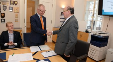 Председателем комиссии по государственной обороне стал Ханнес Хансо