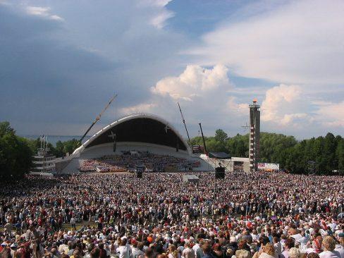 """Eesti: XXIV üldlaulupidu"" Aulo Aasmaa, Wikimedia Commons"