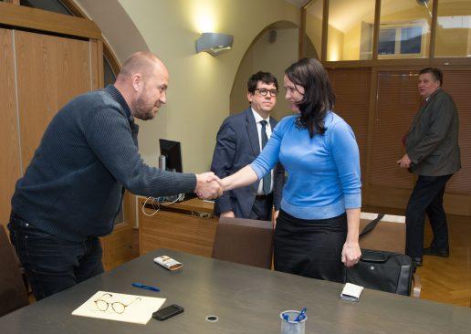 Riigikogu korruptsioonivastane erikomisjon valis tänasel istungil komisjoni esimeheks Artur Talviku ja aseesimeheks sai Anneli Ott