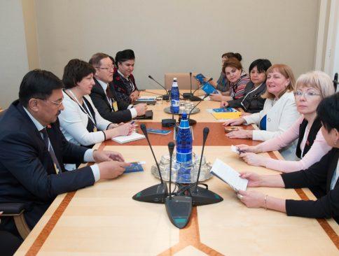 Riigikogu sotsiaalkomisjon kohtumas Kõrgõzstani ja Tadžikistani parlamentide delegatsiooniga