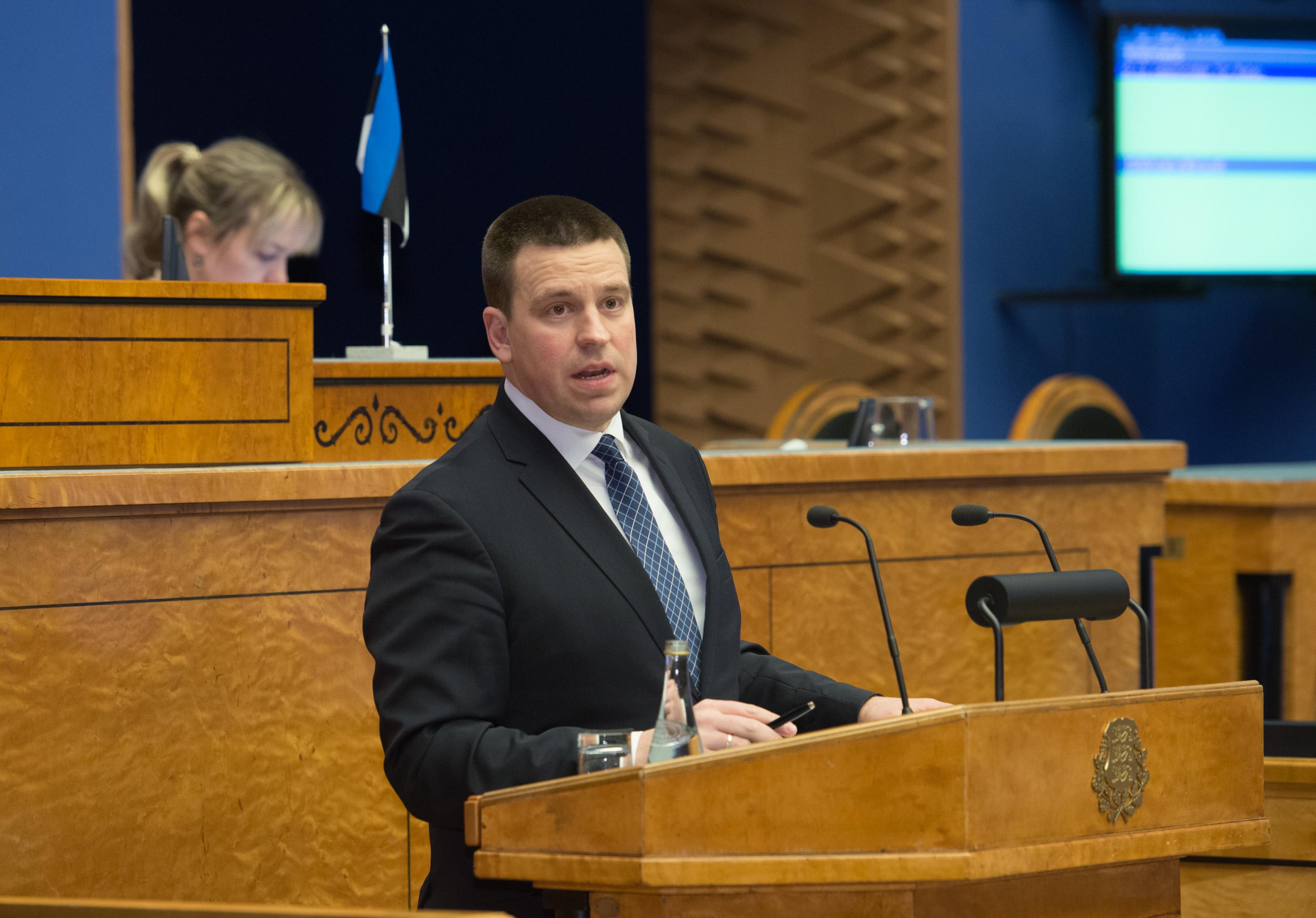 Peaminister vastas arupärimisele ühenduste kohta saartega