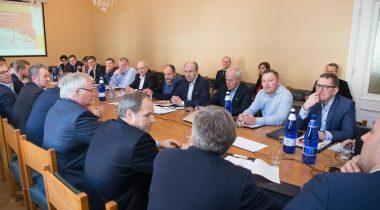 Kомиссия Рийгикогу по экономике и финансовая комиссия обсудили с предпринимателями возможности государства для улучшения ситуации в секторе логистики и транзита
