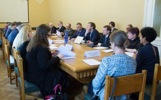 Rahanduskomisjoni arutelul