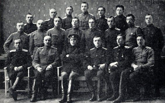 1. Eesti polgu ohvitserid polgu lahkumisel Tallinnast Rakveresse.