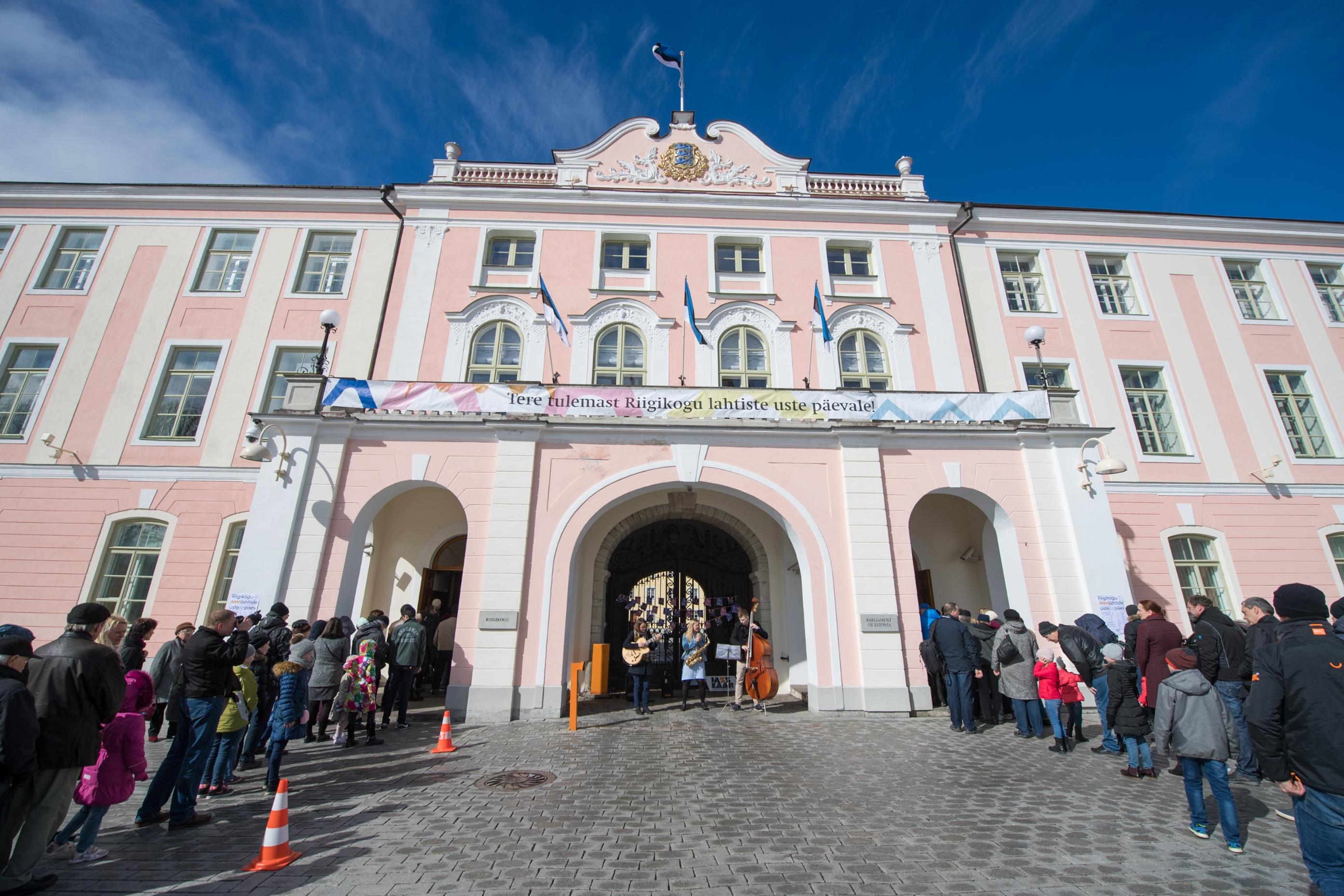 Sajandivanune Riigikogu ootab lahtiste uste päevale