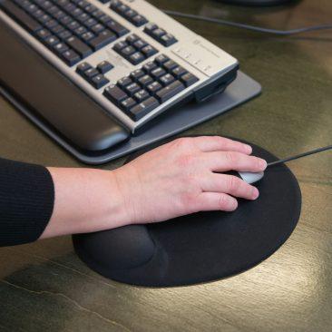 Käsi hiirega, illustreeriv foto
