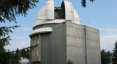 Tartu Observatooriumi 1,5 m teleskoop. Foto allikas: Tartu Observatooriumi külastuskeskus
