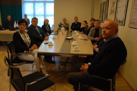 Riigikogu Rahvusooper Estonia sõprade toetusrühma kohtumisel Estonia juhtidega arutati uue ooperimaja võimaliku asukoha üle.