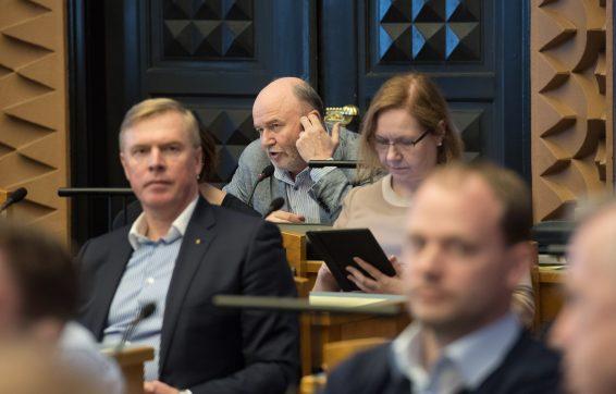 Igor Gräzin Riigikogu istungil sõna võtmas