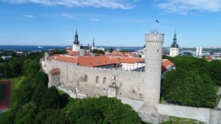 Landskrone torn, Pilstickeri torn, Toompea lossi laanemüür ja Pikk Hermann, 2017. Foto: Jaan Jänesmäe