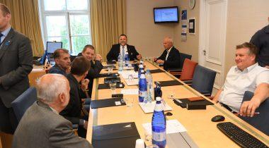 Majanduskomisjoni istung, esimees Sven Sester