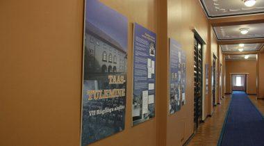 """Riigikogus on avatud näitus """"Taastulemine"""" VII Riigikogu kokkukutsumisest 1992. aastal"""