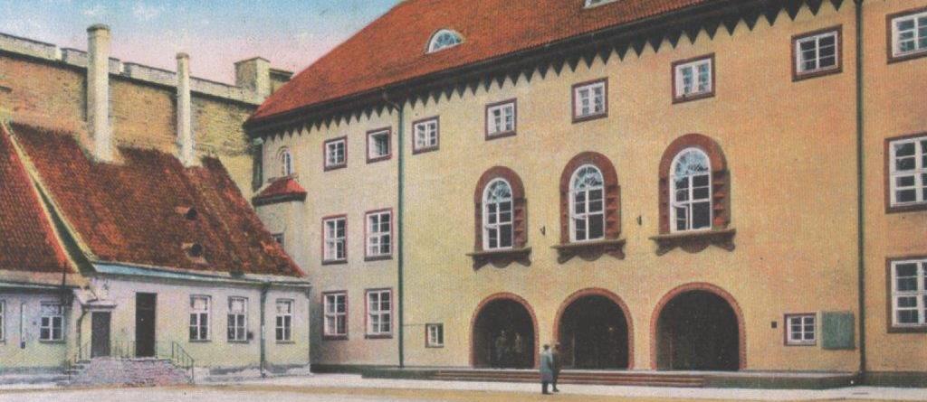Riigikogu hoone 1920ndatel aastatel. Postkaart.