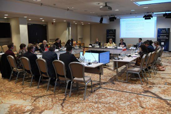 EISC plenaaristung, resolutsiooni vastuvõtmine