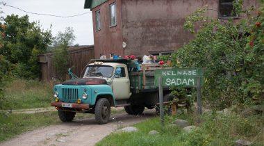 Veoauto kastis sõitmine väikesaartel. Foto: Erik Peinar / Riigikogu Kantselei