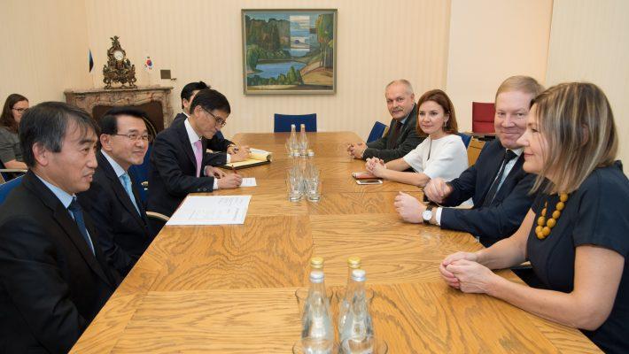 Väliskomisjoni kohtumine Korea Vabariigi Rahvusassamblee väliskomisjoni esimehe Shim Jae-Kwoniga