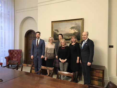 Briti välisministeeriumi Euroopa küsimuste direktori Caroline Wilsoniga. Foto: Riigikogu Kantselei / Marju Tamp