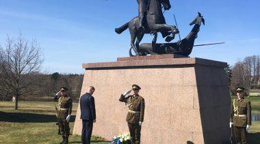 Laanet asetas Riigikogu nimel pärja sõjameeste mälestuseks