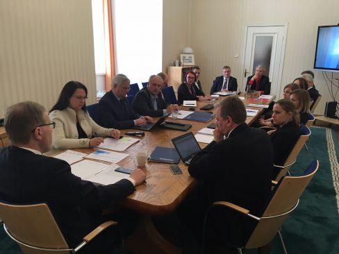 Arutelu väliskomisjonis