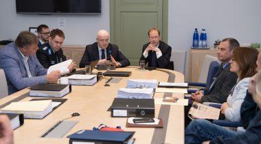 Elmar Vaher, Andres Anvelt ja Arnold Sinisalu õiguskomisjoni istungil
