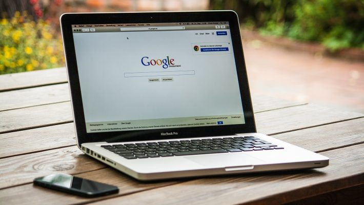 Sülearvutis avatud Google'i otsingumootor