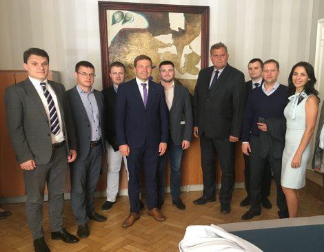 Julgeolekuasutuste järelevalve erikomisjon kohtus Ukraina korruptsioonitõrje ameti uurijatega