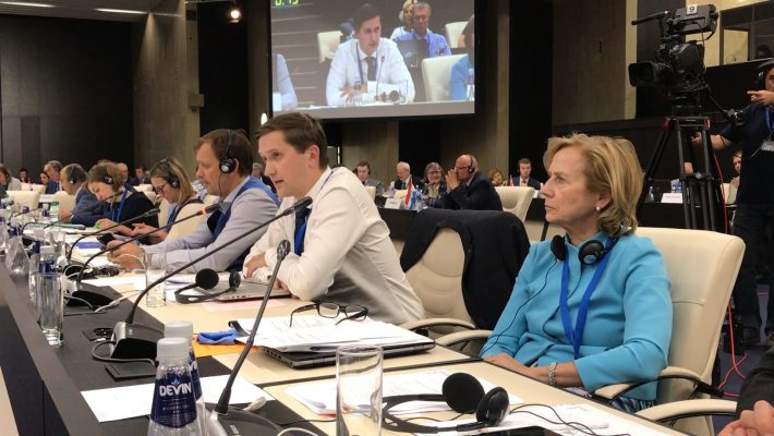 Jaak Madison ja Urve Tiidus COSACi istungil Bulgaarias