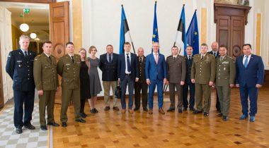 Riigikaitsekomisjoni esimees Hannes Hanso kohtub Balti Kaitsekolledži kõrgema juhtimiskursuse õppuritega