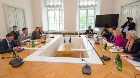 Rahanduskomisjon kohtus Euroopa Komisjoni regionaalpoliitika volinikuga