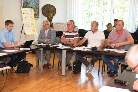 Maaelukomisjoni väljasõiduistung Jõgevamaal. Foto: Erik Peinar
