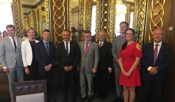 Riigieelarve kontrolli erikomisjon tutvus Tšehhi eelarvepoliitikaga