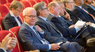 Eiki Nestor omavalitsuste konverentsil Narvas
