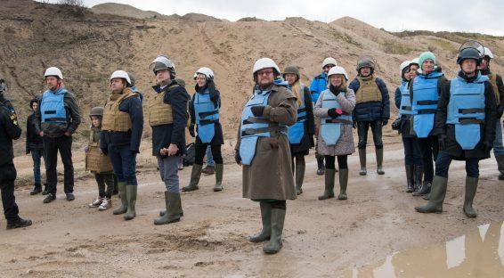 Riigikaitsekomisjon, õiguskomisjon ja Riigikogu Eesti laiapõhjalise riigikaitse toetusrühm tutvusid väljasõidul Päästeameti demineerimisvõimekusega