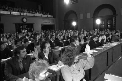 16.nov.1988,Toompeal