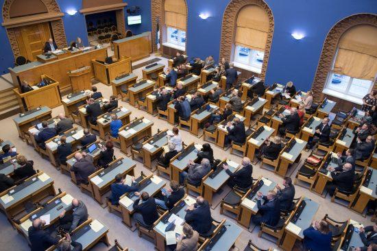 """Täiskogu istung istungite saalis. Olulise tähtsusega riikliku küsimuse arutelu teemal """"Kuidas lühendada ravijärjekordi"""""""