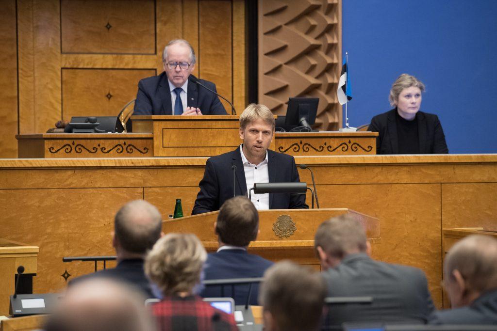 """Jaanus Karilaid. Olulise tähtsusega riikliku küsimuse """"Rahapesu tõkestamise probleem"""" arutelu. Foto: Erik Peinar / Riigikogu Kantselei"""