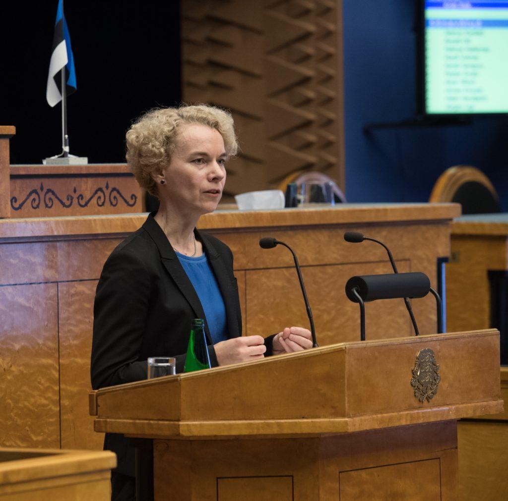 """Kristi Raik. Olulise tähtsusega riikliku küsimuse """"Rahapesu tõkestamise probleem"""" arutelu. Foto: Erik Peinar / Riigikogu Kantselei"""