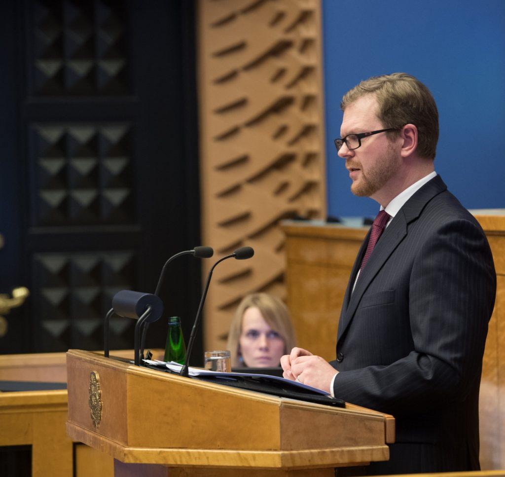 """Kilvar Kessler. Olulise tähtsusega riikliku küsimuse """"Rahapesu tõkestamise probleem"""" arutelu. Foto: Erik Peinar / Riigikogu Kantselei"""