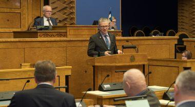 Riigihalduse minister Janek Mäggi vastab arupärimisele haldusreformi kohta