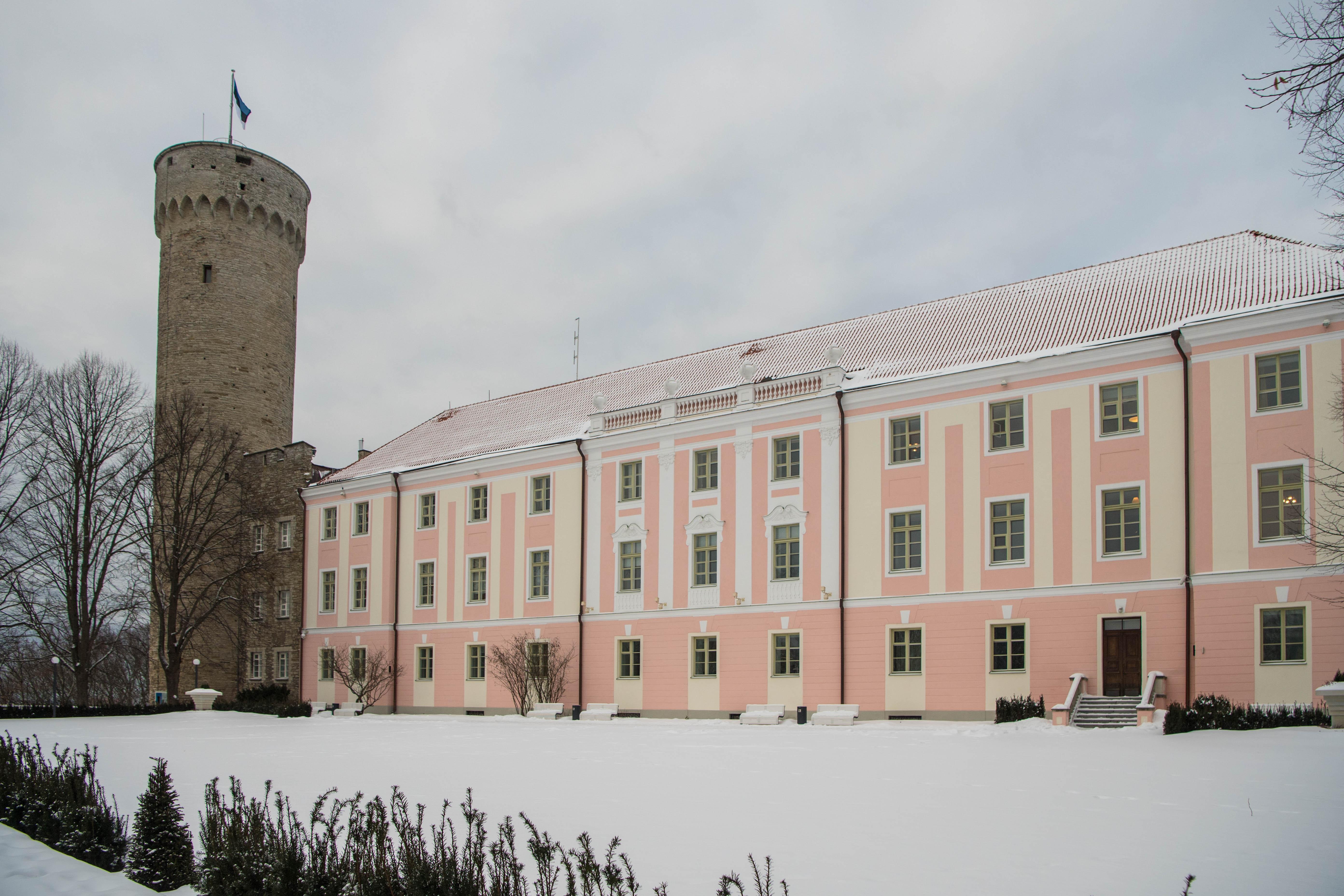 Eesti sünnipäev algab piduliku riigilipu heiskamisega