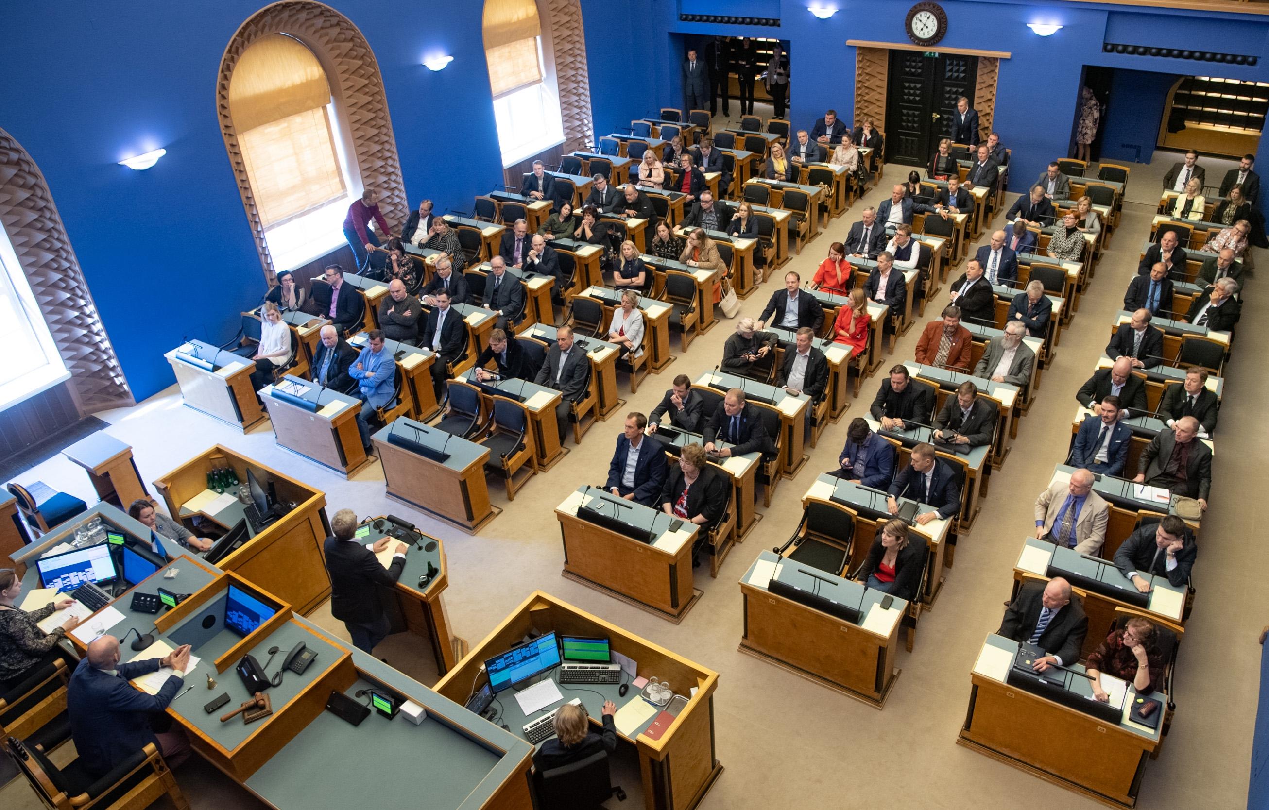 Riigikogus moodustati kaks toetusrühma