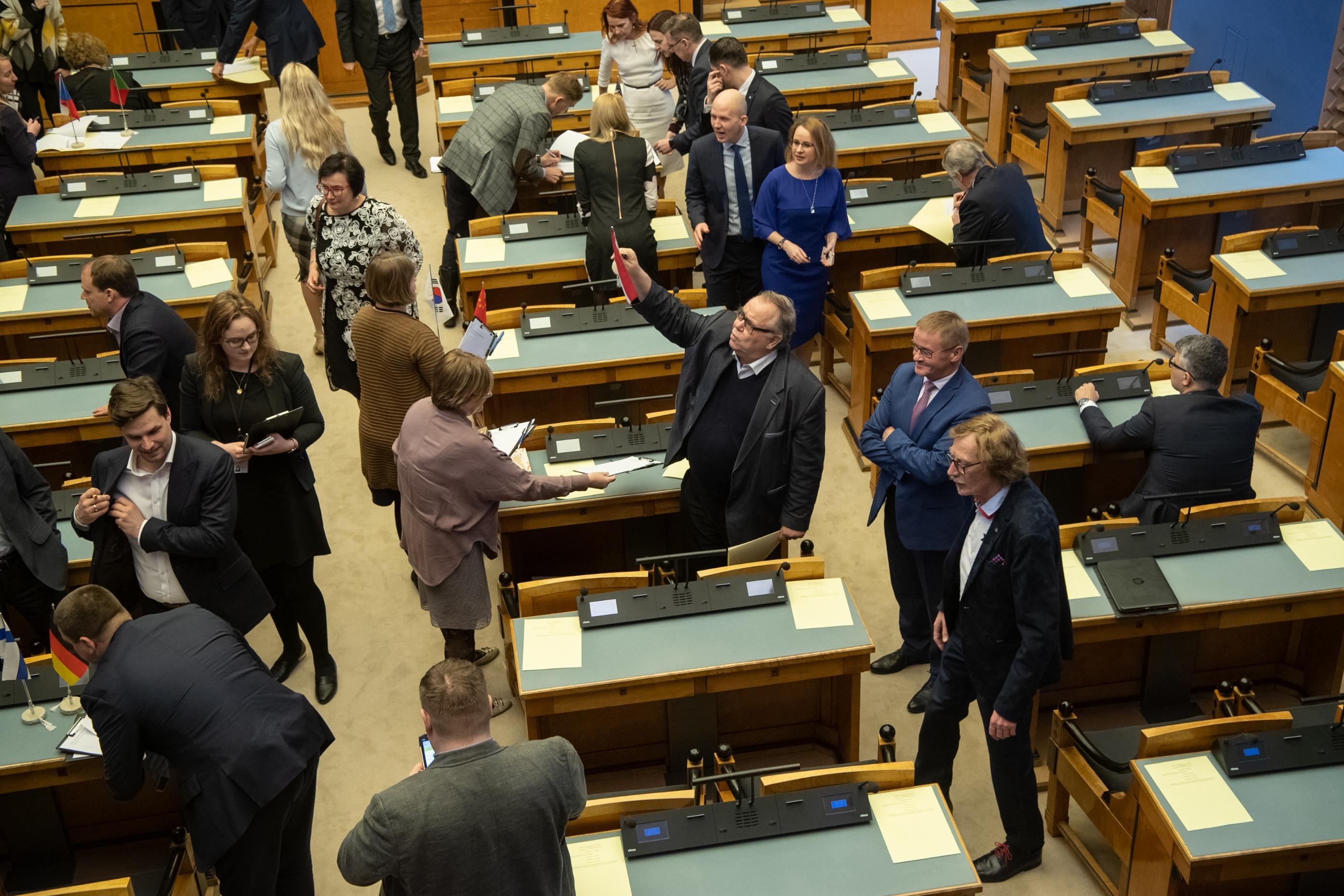Riigikogu liikmed moodustasid 6 parlamendi- ja 6 toetusrühma